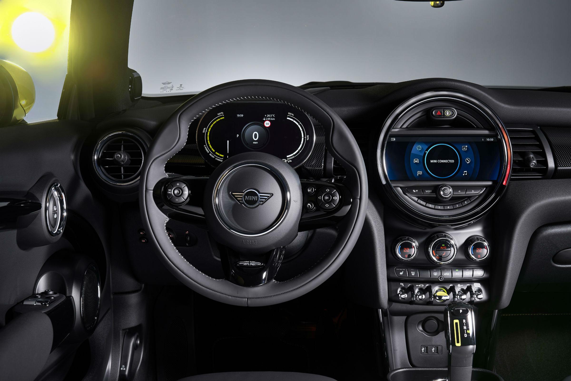 Mini Cooper SE wnętrze