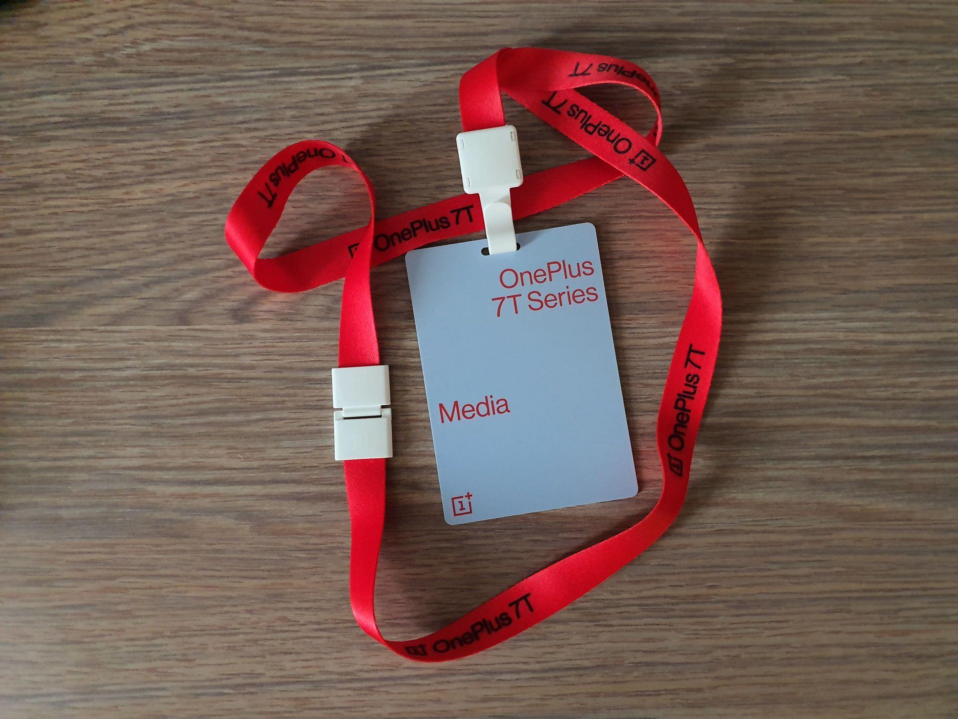 oneplus 7t premiera media badge