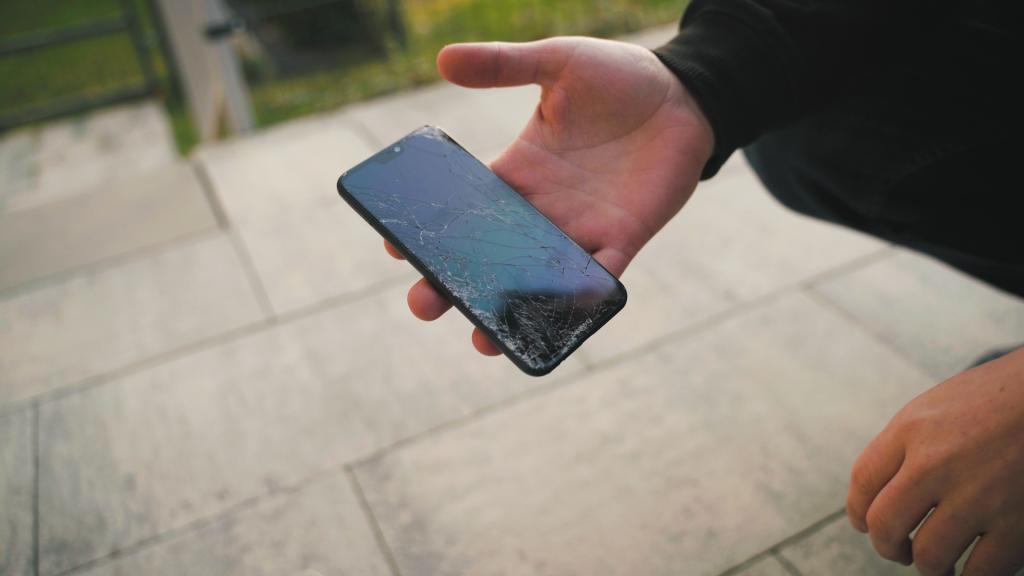 telefon po upadku bez szkła